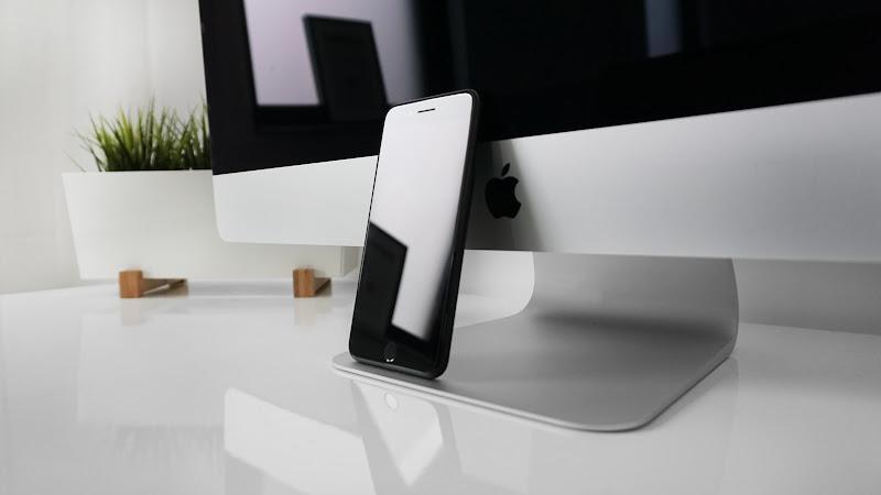 iPhone7 and Macbook