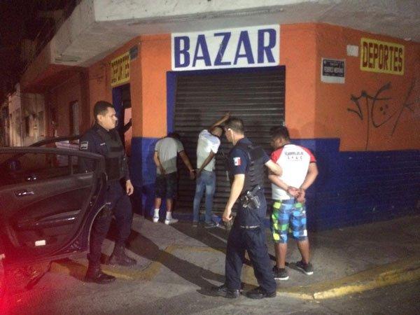 El perro 'Balu' es arrestado junto a su banda por robar una tienda; Internet le dedica MEMES