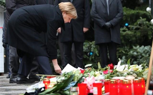 Spiegel: Εφιάλτης για τη Μέρκελ η επίθεση στο Βερολίνο