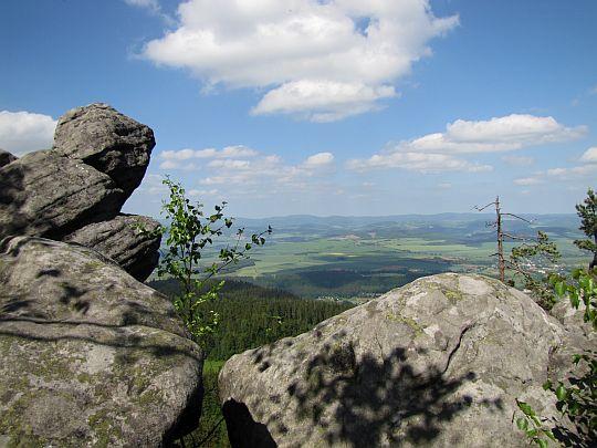Panorama Ziemi Kłodzkiej przed zejściem do Diabelskiej Kuchni.