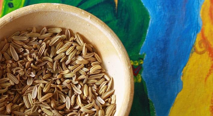 what do fennel seeds look like, taste like, smell like?