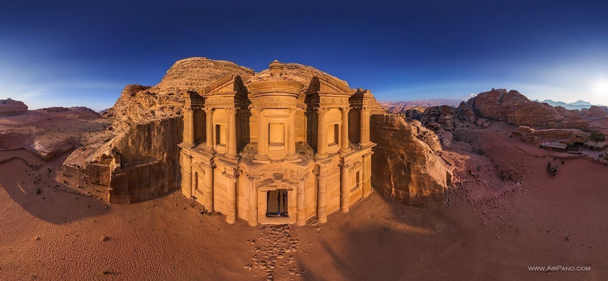 Ancient buildings in the rock of Petra, Jordan. - The Seven Wonders Of The World Look Totally Different In These Unique Photos.