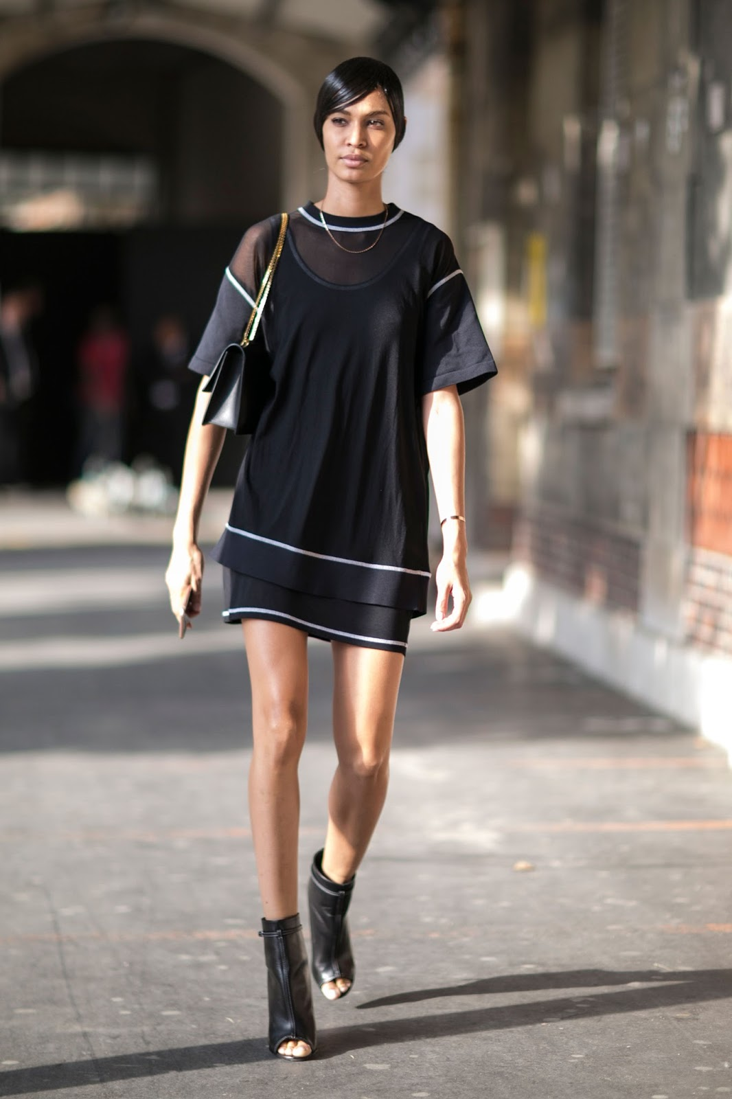 Street Style: Joan Smalls After Givenchy Menswear Paris Fashion Week