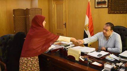 بالصور محافظ الفيوم يستقبل والدة شهيد الواجب الوطنى المجند عبد الرحمن شعبان