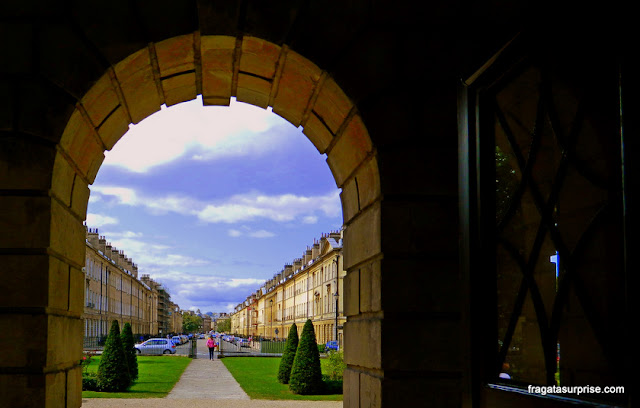 A Great Pulteney Street, em Bath, vista do Museu Holburne