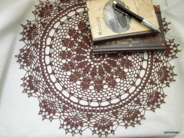 ażurowe wzory wykonane na szydełku