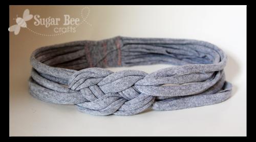 Bandana (headband) terbuat dari kain t-shirt atau kaos bekas.