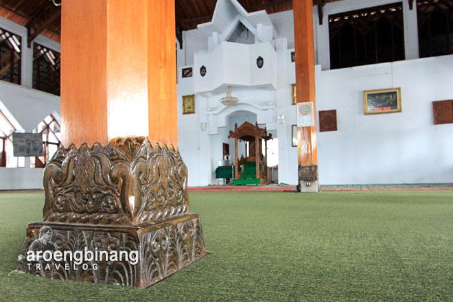 ornamen umpak sokoguru masjid agung al-falah kyai mojo minahasa sulawesi utara