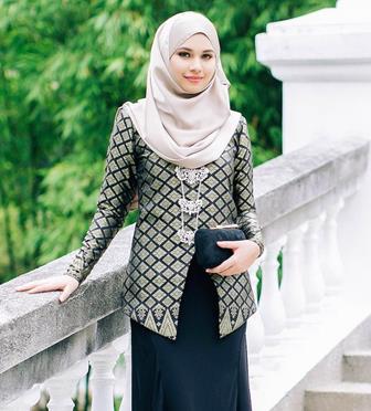 Tips Memadukan Baju Batik Dengan Hijab Ketika Bekerja