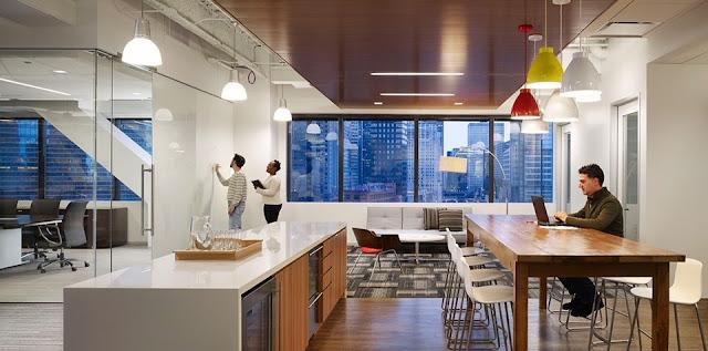 IBM está buscando motivar a los empleados a través de oficinas modernas, rodeadas de naturaleza, tecnología, espacios de entretenimiento y un formato de 'oficina abierta' con mucha luz.