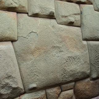 A Famosa Pedra dos 12 Ângulos, em Cusco