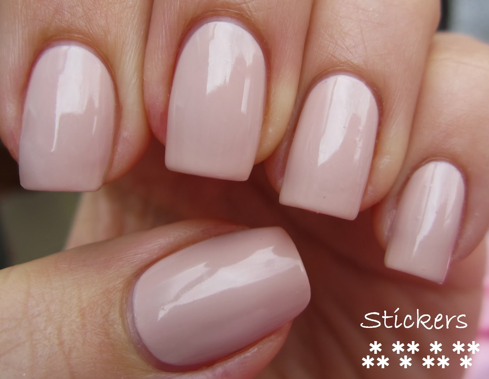 FluffyWuff Nails: Essie Topless and Barefoot swatch