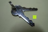 Schlüssel: Dietrich-Set für Beginner & Fachkräfte - 11 Stück Schlosser-Dietriche (9 Dietriche & 2 Spanner) + 2 Vorhängeschlösser (durchsichtiges Übungsschloss + echtes Schloss)