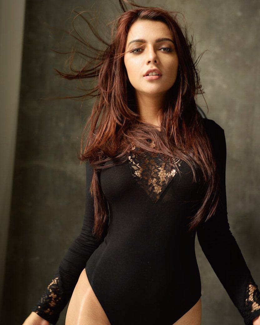 Ruhi Singh Super Hot & Spicy Bikini Pics | Indian Girls