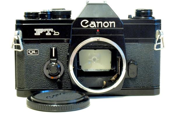 Canon FTb QL, Front