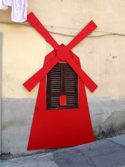 Moulin Rouge around a window, Effetto Venezia, Livorno