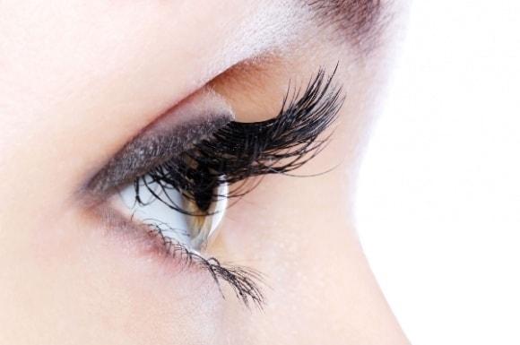 Mí mắt bị giật là biểu hiện của bệnh hay điềm báo?