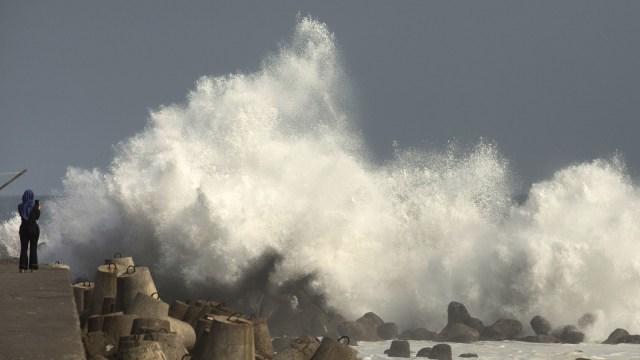 BMKG: Waspada Gelombang Tinggi hingga 4,5 Meter di Perairan Indonesia