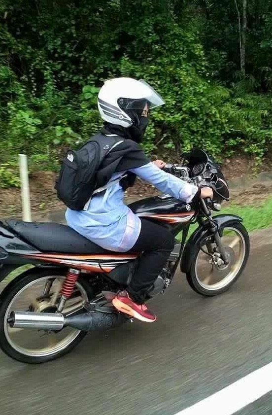 Kenali Gadis Melayu Berpurdah Tunggang RXZ