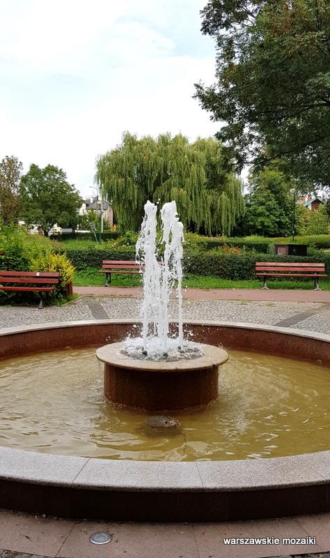 Warszawa Warsaw Ursus parki warszawskie teren zielony fontanna