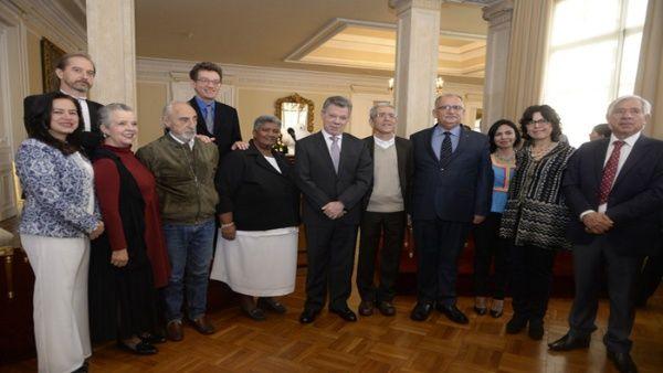 Presidente Santos instala Comisión de la Verdad en Colombia