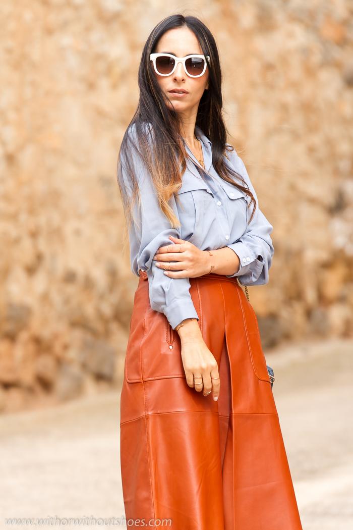 Falda Midi de Cuero de Zara y Sandalias Jimmy Choo  c4630183a026