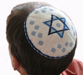 لماذا يلبس اليهود طاقية صغيرة ؟