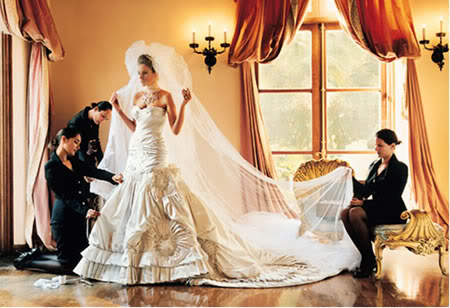 Cómo planificar tu boda Probandose el vestido