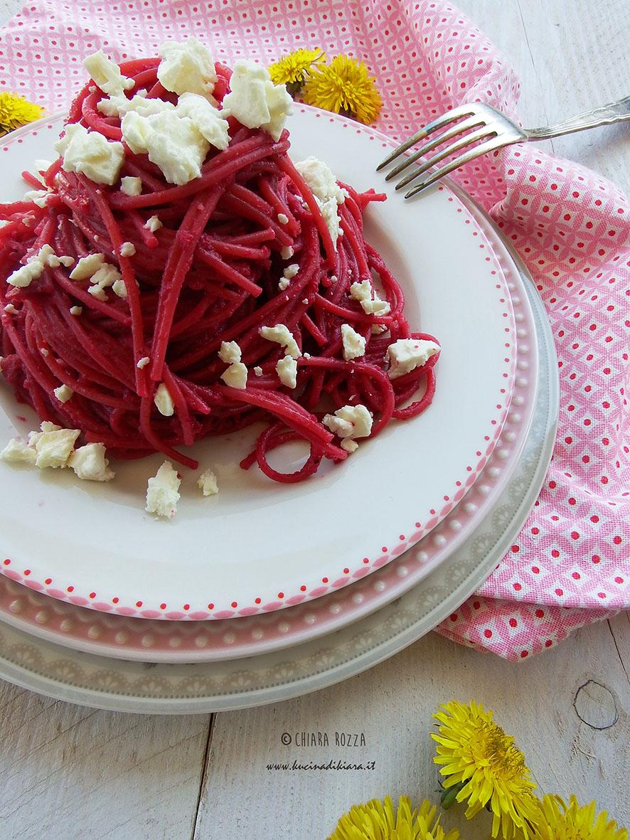 Spaghetti al pesto di barbabietola e feta kucina di kiara for Cucinare barbabietole