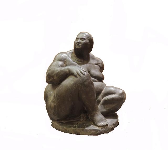 escultura de bronce Ramón Conde mujer sentada