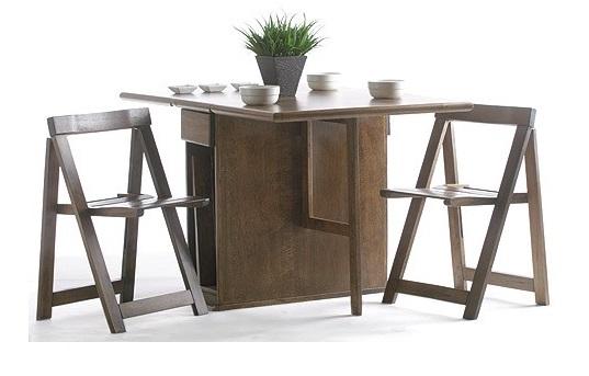 Mesa abierta con las sillas