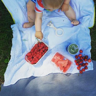 Jedzenie na trawie, czyli piknik z Olkiem