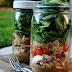 Salada em potes de  vidro