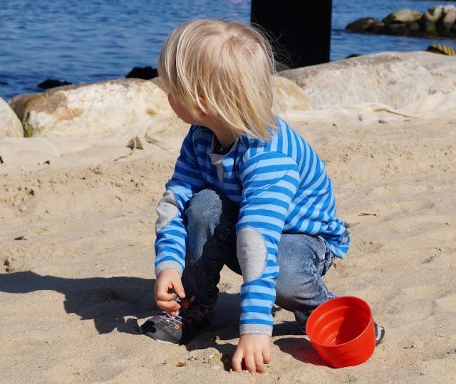 Maritime Lieblingsstücke: Kindermode von piapaul (mit Rabattcode und Verlosung) Ringelshirt Junge gestreift grau blau mit Patches an den Ärmeln