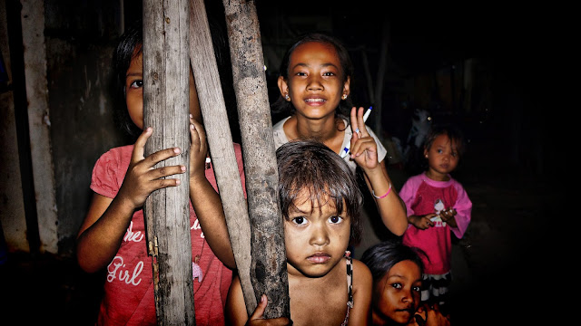 Enfants du bidonville de Boeng Trabeck. Photo Christophe Gargiulo
