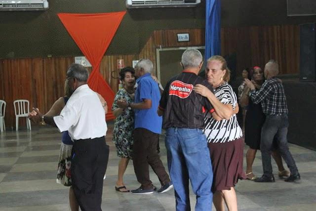 Senador Canedo: Forró integra idosos beneficiando saúde física e mental