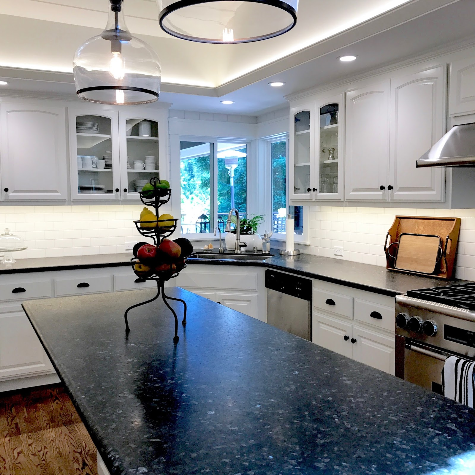 BLACK AND WHITE MODERN FARMHOUSE KITCHEN Before and After - Classic ...
