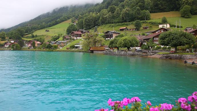 Wallpaper: Brienz Lake Turquoise Waters