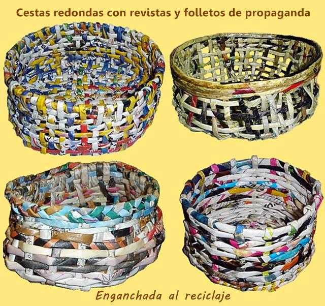 Cestas redondas hechas con revistas y folletos de propaganda