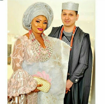 """Stop telling me to cover up. Hubby likes it like strawberry milkshake""- Newly married Nigerian Instagram celeb Roman Goddess, warns followers"