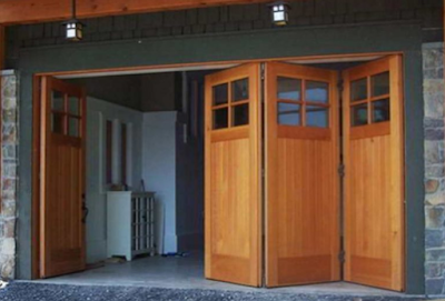 pintu garasi lipat dari kayu