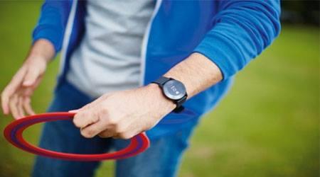 فيلبس تطلق ساعة ذكية جديدة للمصابين بأمراض مزمنة .