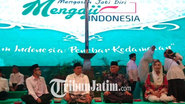 Mengaji Indonesia Bareng Gus Mus, Ribuan Mahasiswa Penuhi Halaman Kampus UINSA