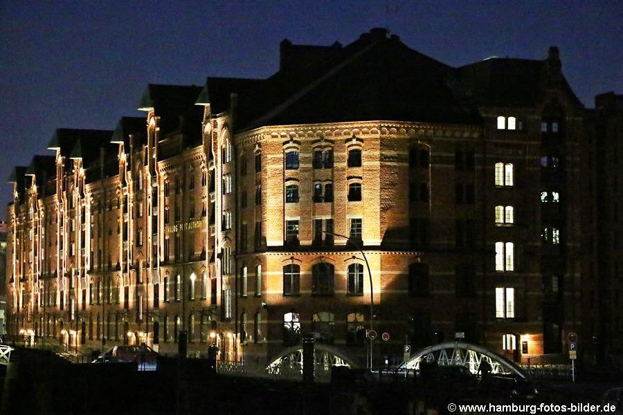 Beleuchtete Hamburger Speicherstadt