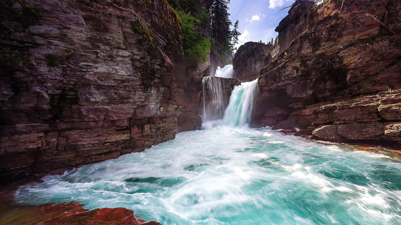 St. Mary Falls in Glacier National Park, Montana © Pung/Shutterstock