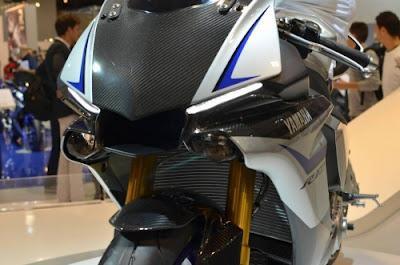2016 Yamaha YZF R1 & YZF R1M Super bike.