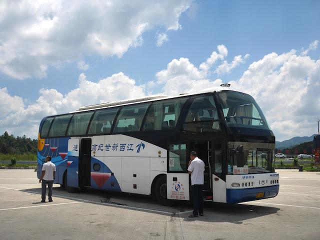 long-distance bus traveling from Ganzhou to Zhuhai