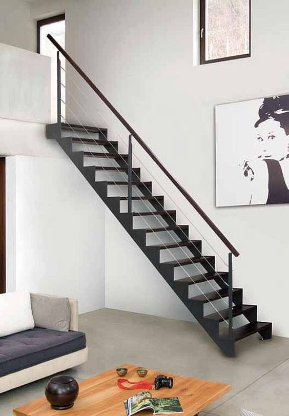 La escalera definici n partes y tipos de arkitectura for Escalera de metal con descanso