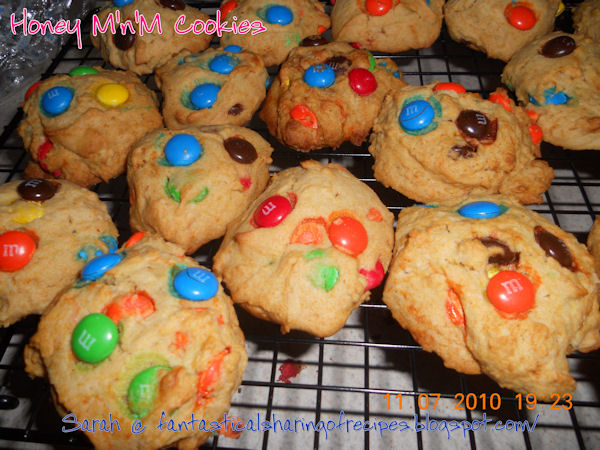 Grandma Jane's Honey M&M Cookies // These cookies were such a huge part of childhood and the touch of honey is my grandma's special ingredient! #recipe #cookies #honey #familyrecipe #dessert