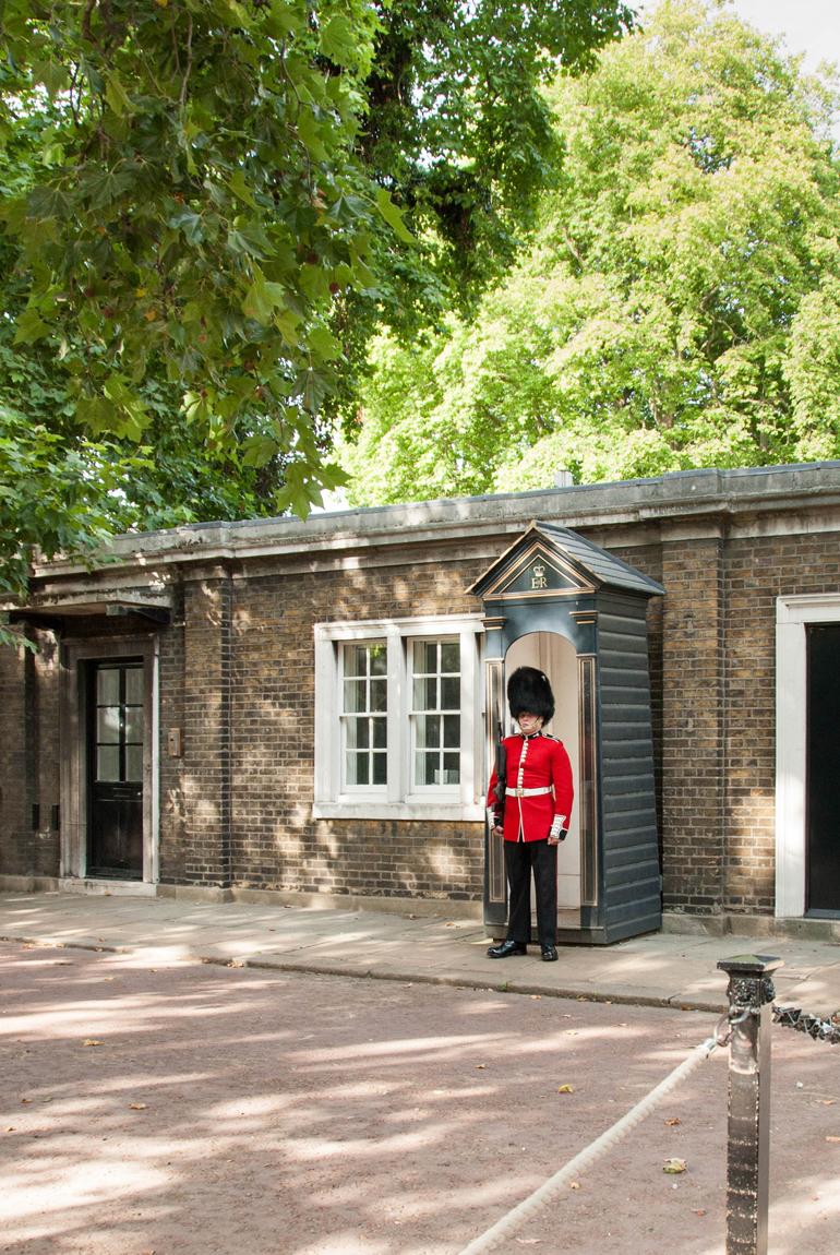 Londres-en-familia-pasear-guardia